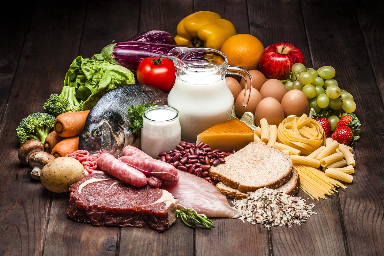 Suplementos e alimentos devem ser combinados numa dieta saudável.